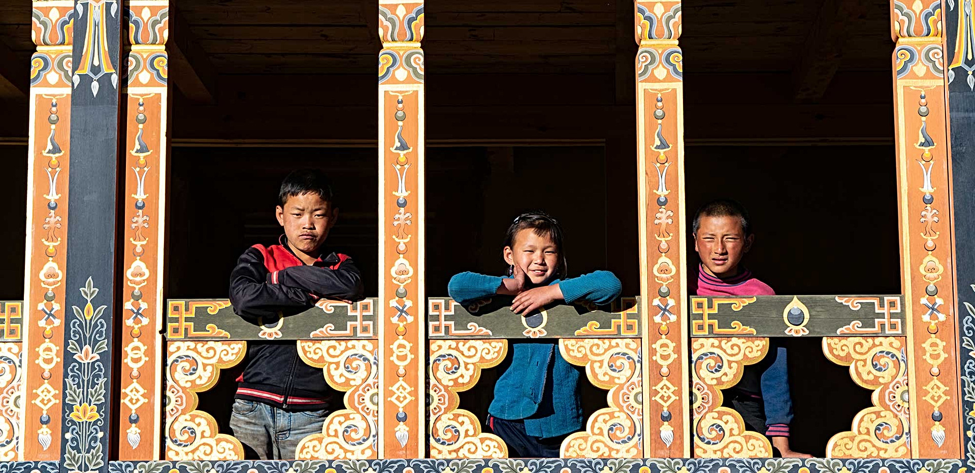 children-in-gangtey-valley.jpg