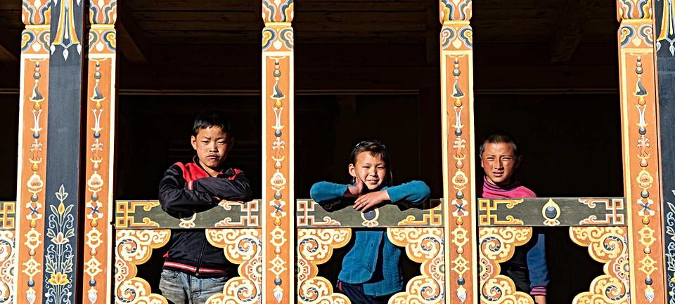 children-in-gangtey-valley.jpg
