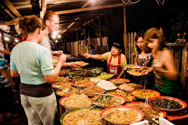 food-scene-night-market-luang-prabhang.j