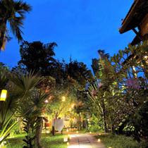 Garden Path, Maisons Wat Kor