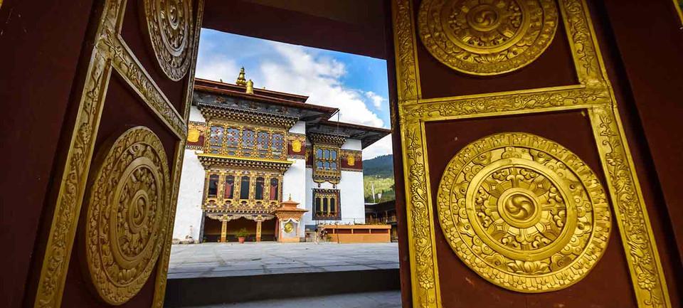 The giant doors of Konchogsum