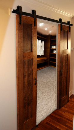 flattrack-closet