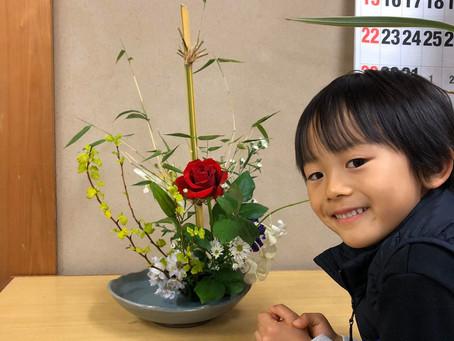 子どもの祈りを込めた花