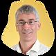 Portrait de Olivier GREGORIS sur fond jaune