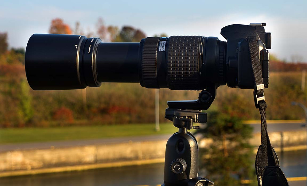 impressive camera with telephoto lens