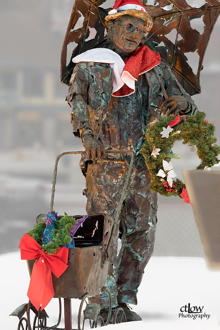 Con Darling statue, background de-emphasized