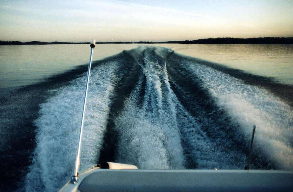 power boat wake