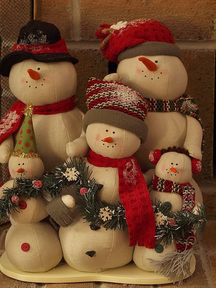 snow-people family Xmas ornament