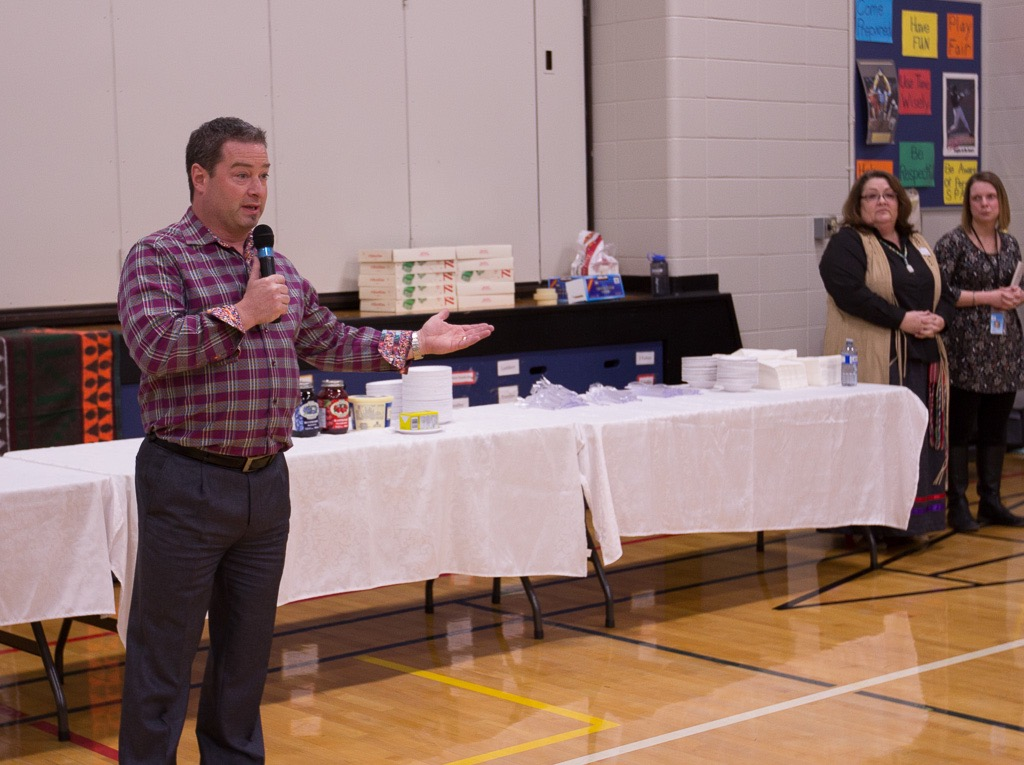 Indigenous Family Event - C.N. Gunn School  (9)