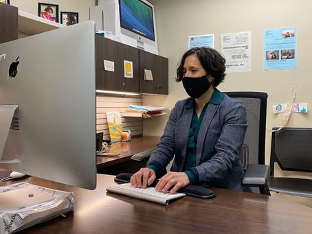 Profesora de WSU defiende legislación que garantiza que hospitales de Kansas utilicen intérpretes