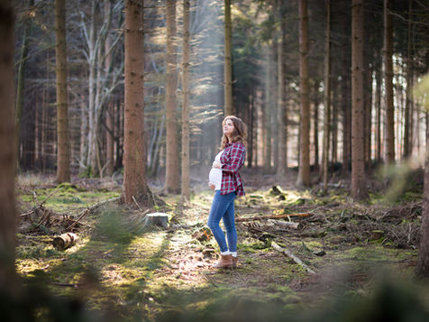 Babybauchfotoshooting im Wald