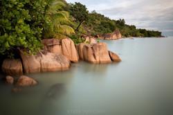 esser-fotografie-seychellen-klippen-urwald