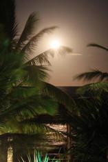 Em noites de lua cheia o cenário é mágico! Todo o mar se ilumina com luz prata