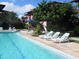a nossa piscina tem 20 metros de comprimento, ótima para nadar. Temos também piscina para crianças