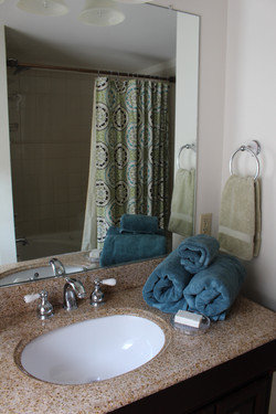 Upstairs bath with jetted tub