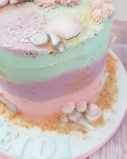 Pastel mermaid themed cake this week 🧜‍