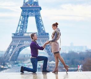 Gentleman proposing o girlfriend