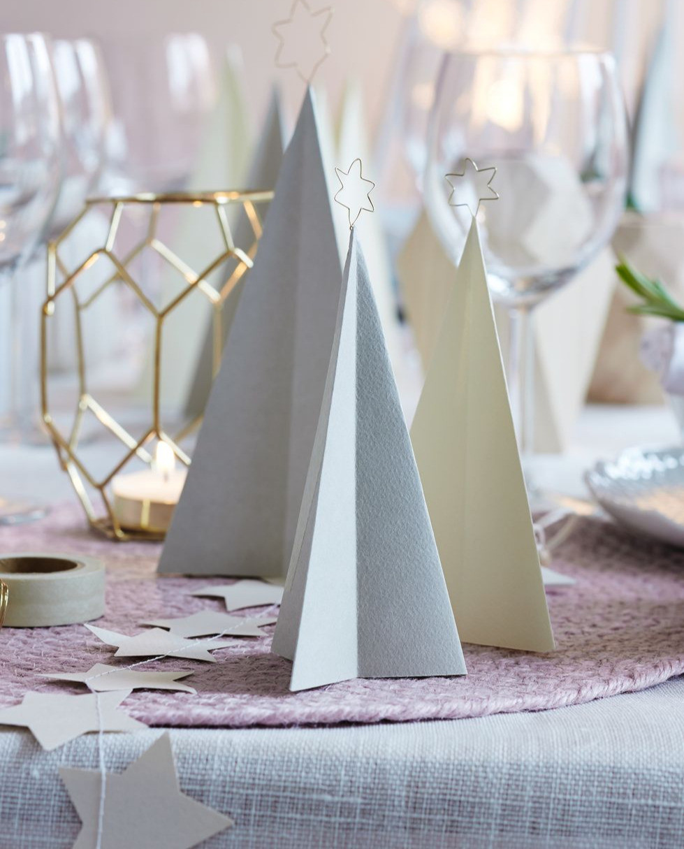 Minimalist and elegant Christmas table setting with subtle colour and an accent of gold