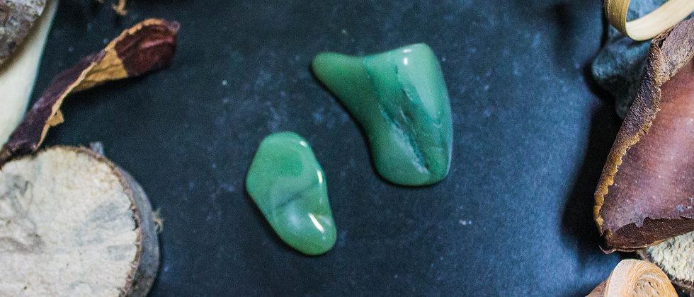 jade néphrite, pierre roulée, pierre semi précieuse, leanne ingouff, lithothérapie, saint laurent du pont, oeil du tigre