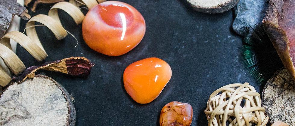 cornaline, pierre roulée, pierre semi précieuse, gemme, leanne ingouff, lithothérapie, saint laurent du pont, oeil du tigre