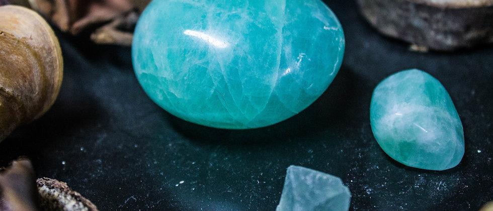 fluorite verte, pierre roulée, pierre semi précieuse, leanne ingouff, lithothérapie, saint laurent du pont, oeil du tigre