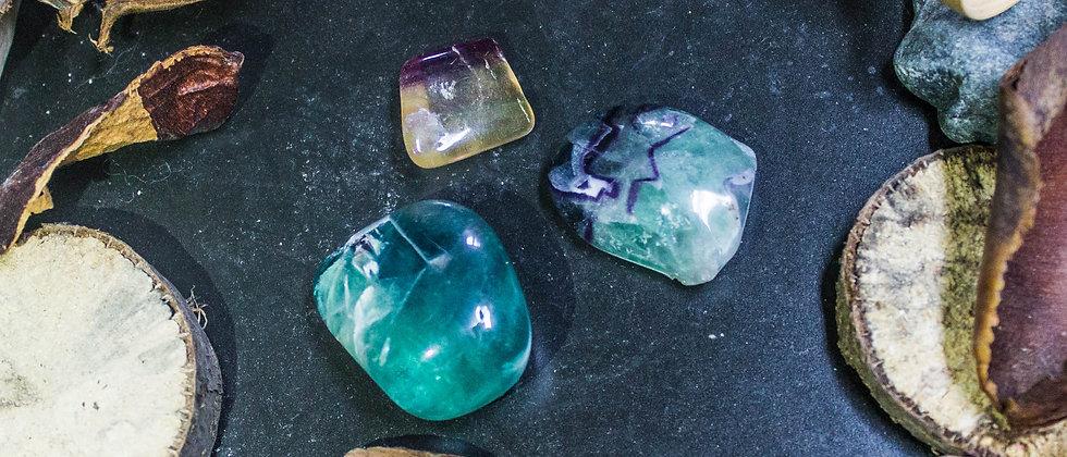 fluorite arc-enciel, pierre roulée, pierre semi précieuse, leanne ingouff, lithothérapi, saint laurent du pont, oeil du tigre