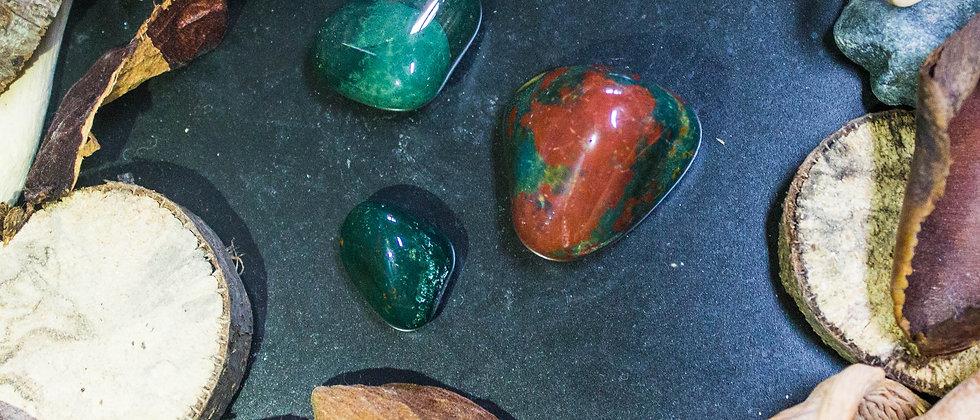 jaspe héliotrope, pierre roulée, pierre semi précieuse, leanne ingouff, lithothérapie, saint laurent du pont, oeil du tigre