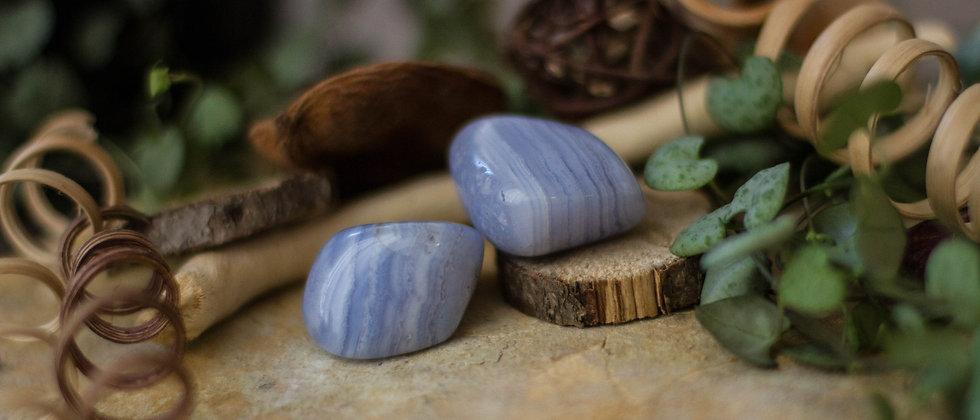 calcédoine, pierre roulée, pierre semi précieuse, gemme, leanne ingouff, lithothérapie, saint laurent du pont, oeil du tigre