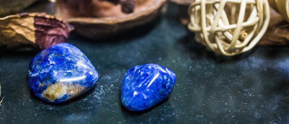 sodalite, pierre roulée, pierre semi précieuse, gemme, leanne ingouff, lithothérapie, saint laurent du pont, oeil du tigre