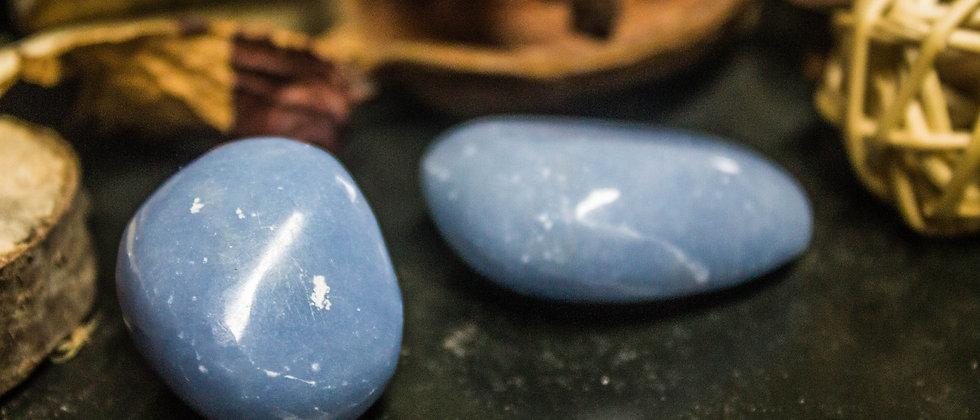 angélite, pierre roulée, pierre semi précieuse, gemme, leanne ingouff, lithothérapie, saint laurent du pont, oeil du tigre