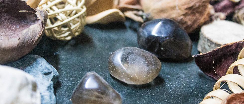 quartz fumé, pierre roulée, pierre semi précieuse, gemme, leanne ingouff, lithothérapie, saint laurent du pont, oeil du tigre