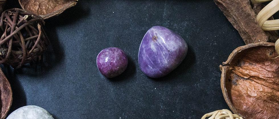 sugilite, pierre roulée, pierre semi précieuse, gemme, leanne ingouff, lithothérapie, saint laurent du pont, oeil du tigre
