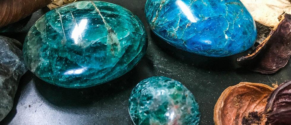 agate bleue, pierre roulée, pierre semi précieuse, gemme, leanne ingouff, lithothérapie, saint laurent du pont, oeil du tigre