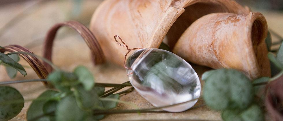 cristal de roche, pendentif, pierre semi précieuse, gemme, leanne ingouff, lithothérapie,saint laurent du pont, oeil du tigre