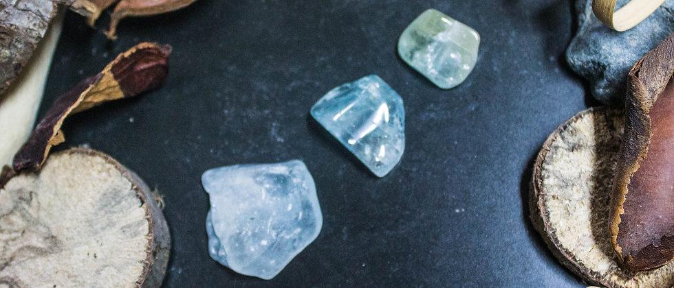 topaze bleue, pierre roulée, pierre semi précieuse, gemme, leanne ingouff, lithothérapie,saint laurent du pont, oeil du tigre