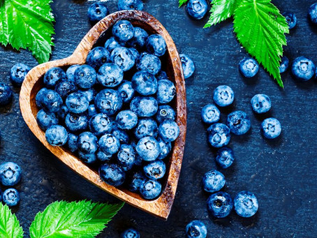 Blueberries are in season - 5 reasons to eat them + 3 BONUS recipes