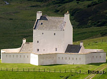 Corgarff_Castle_from_Lecht_Road.jpg