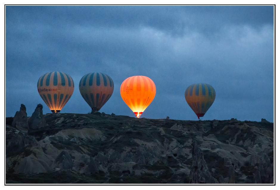 Heissluftballons steigen auf