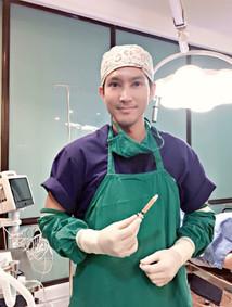 Dr Teerapat 3.jpg