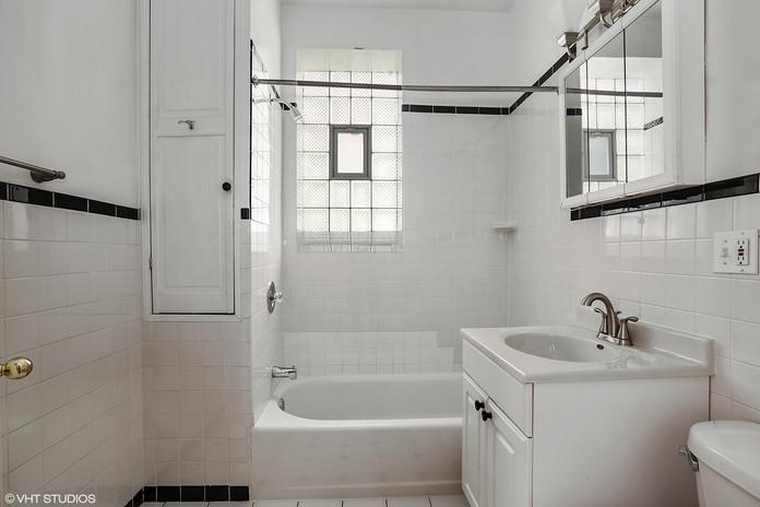 07_5325NGlenwoodAve_Apt2_8_Bathroom_HiRe