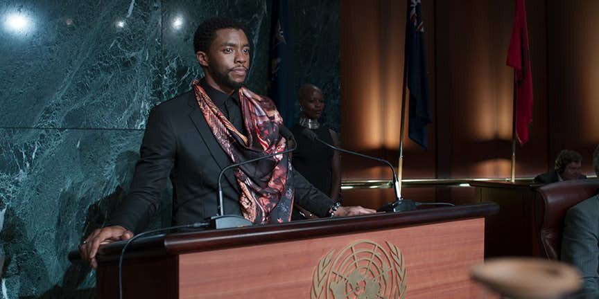Cena do filme - T'Challa na ONU