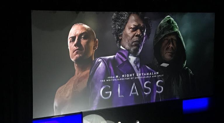 O filem Glass, do diretor M. Night Shyamalan, ganhou sua primeira imagem oficial. (Imagem: Brandon Davis / ComicBook.com)