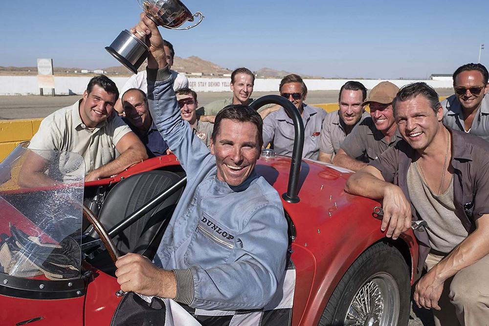 Na pele do piloto Ken Miles, o ator Christian Bale conseguiu emplacar mais um trabalho de destaque e digno de Oscar (Imagem: Fox / Divulgação)