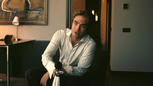 Pattinson fala do primeiro encontro de três horas com Christopher Nolan: 'Eu ia desmaiar' (Foto: Warner Bros. / Reprodução)
