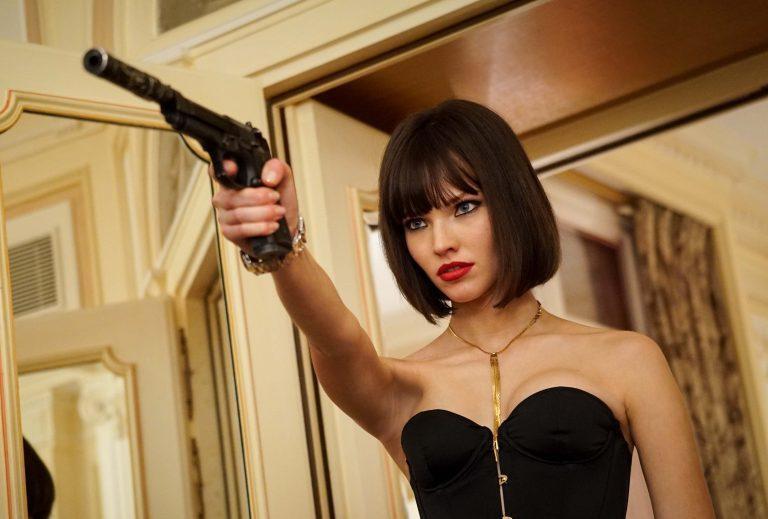 Sasha Gruss entrega interessante protagonista como Anna