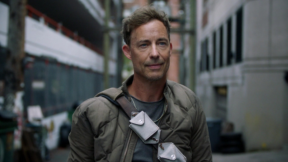 Presente desde a primeira temporada, o ator Tom Cavanagh interpreta todos os Doutores Wells do multiverso com maestria (Foto: The CW / Reprodução)