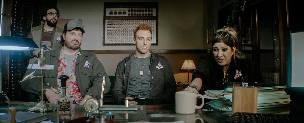 Murilo Couto, Danilo Gentili, Léo Lins e Dani Calabresa em cena de Os Exterminadores do Além