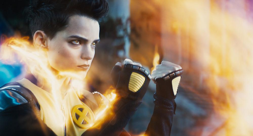 Brianna Hildebrand retorna como Míssil Adolescente Megassônico, mostrando que sua persoangem evoluiu mas segue ranzinza. (Imagem: 21th Century Fox/Divulgação)