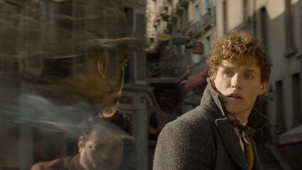 Eddie Redmayne em cena do filme Animais Fantásticos: Os Crimes de Grindelwald.