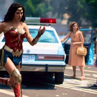 Mulher-Maravilha 1984: Nova imagem mostra Diana correndo em batalha
